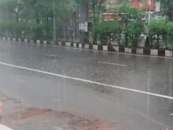 વરસાદથી વાતાવરણમાં ઠંડક પ્રસરી.