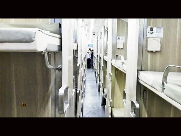 કપુરથલા રેલવે કોચ ફેક્ટરીમાં તૈયાર કરાયેલા થ્રી ટાયર એસી કોચ. - Divya Bhaskar