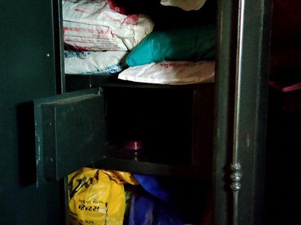 મકાન મલિકના ઘરમાં ઘુસી રોકડ તેમજ દાગીનાની ચોરી. - Divya Bhaskar