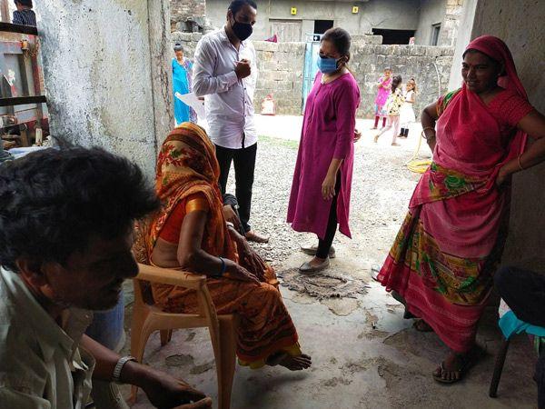ગામડાંમાં રસી અંગે જાગૃતિ કેળવવા ગયેલી મનોવિજ્ઞાનની ટીમને થયા કડવા અનુભવ. - Divya Bhaskar