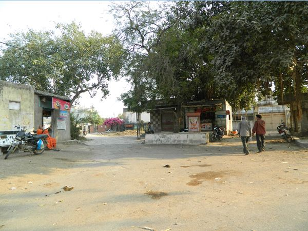 ગ્રામ પંચાયતની ચૂંટણી પ્રક્રિયા ગામલાેકાેની ચોરા પર મિટિંગ મળે છે. - Divya Bhaskar