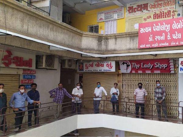 સિલિંગ કાર્યવાહી સામે ઘંઘો બંધ થતાં વેપારીઓ રોષે ભરાયા - Divya Bhaskar