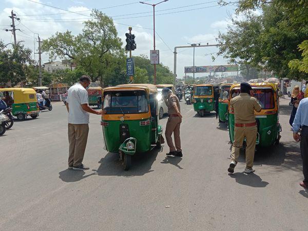 પાલનપુર શહેરના વાહનચાલકો ઈ મેમા ન ભરતા જુમ્બેશ હાથ ધરી હતી. - Divya Bhaskar