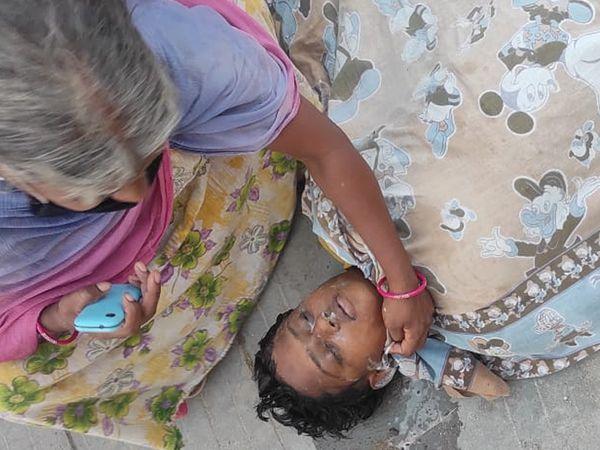 મૃતક સાથે માતાની તસવીર. - Divya Bhaskar