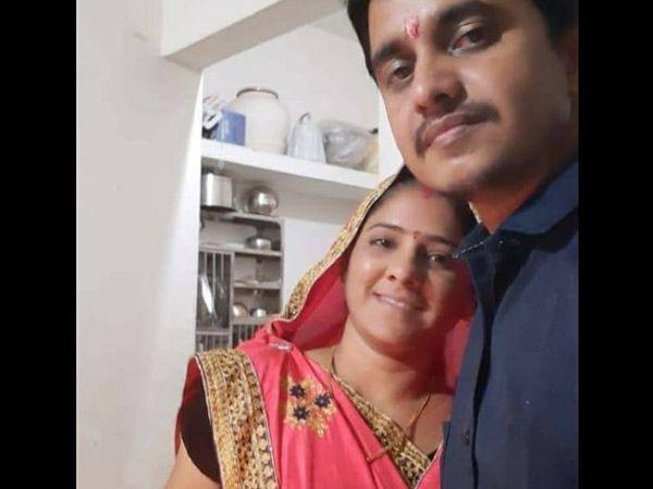 લલિતનો પત્ની સાથેનો ફાઈલ ફોટો. - Divya Bhaskar