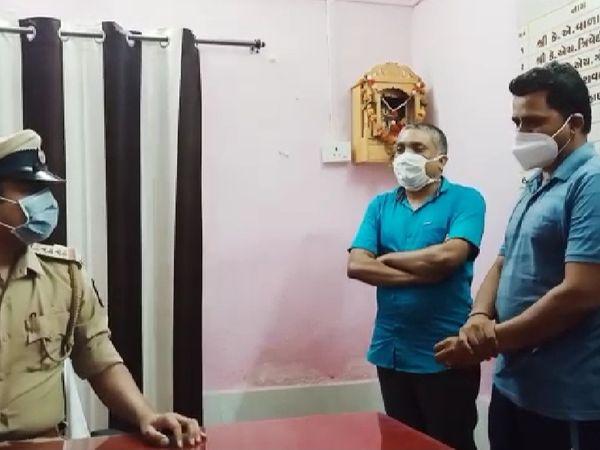 સુરેન્દ્રનગર એ ડિવિઝન પોલીસે મ્યુકરમાઈકોસિસ રોગની સારવાર માટેના ઇન્જેક્શનની કાળા બજારી કરતા બે શખ્સોને ઝડપી પાડ્યાં - Divya Bhaskar