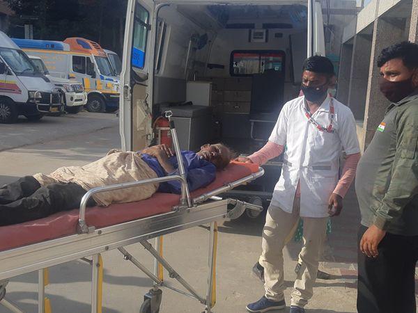 50 વર્ષીય આધેડ અને ત્રણ પોલીસ કર્મીઓ પણ ઘાયલ થતાં સારવાર અર્થે ખસેડાયા હતા. - Divya Bhaskar
