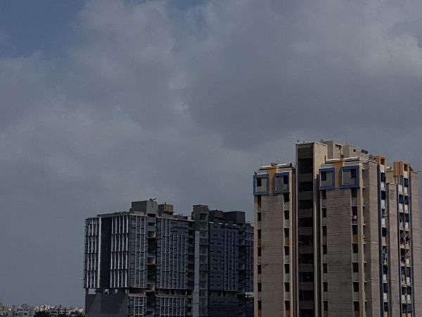મોટાભાગના વિસ્તારોમાં વાદળછાયું વાતાવરણ જોવા મળ્યું - Divya Bhaskar