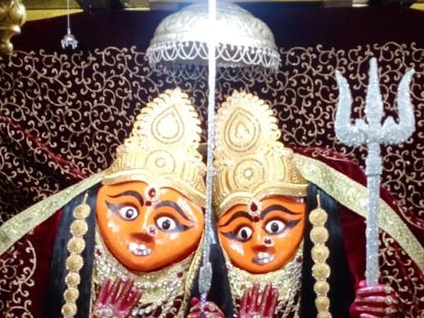 ચોટીલા મંદિરે ચામુંડા માતાજીને સૌમ્ય સ્વરૂપના શણગાર કરવામાં આવ્યા હતા. - Divya Bhaskar