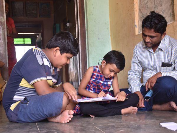 સ્પિચ થેરાપીના લેશન શરૂ કરાતા બાળકીનેે બોલતી જોઇ પરીવારના સભ્યોમાં હર્ષના આંસુ આવી ગયાં. - Divya Bhaskar