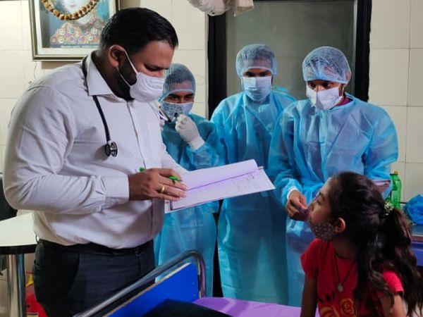 બાયડના તબીબે 3હજાર દર્દીઓની નિ:શુલ્ક સેવા કરી છે. - Divya Bhaskar