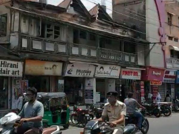 જાહેર સ્થળોની સાથે શુક્રવારી બજારમાં લોકોની ચહલ પહલ જોવા મળી. - Divya Bhaskar