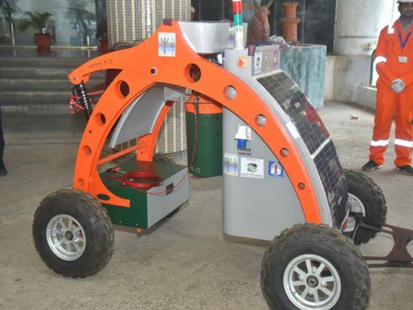 મશીન 15 મીટર ઊંડે ડ્રેનેજ ચેમ્બર, જી 100 કિલો સુધી કચરો ગેગોગો તે ચેમ્બરમાં એક દિવસ સફાઇ કરી શકે છે.