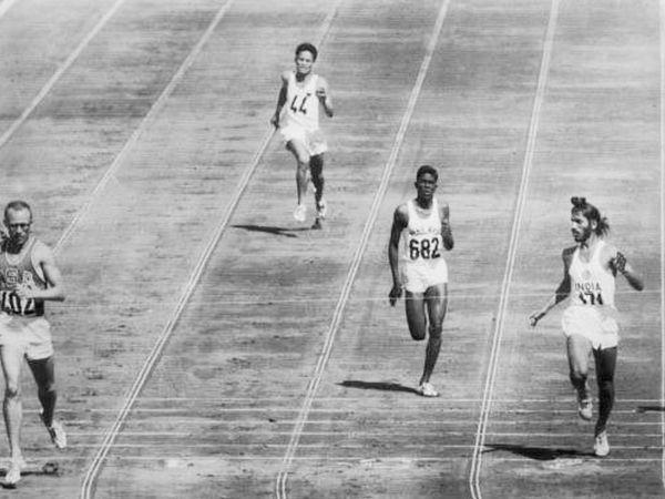 1960ના રોમ ઓલિમ્પિક્સ દરમિયાન મિલ્ખા સિંહ (જમણે).