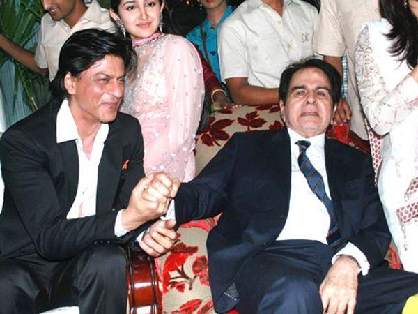 दिलीप कुमार का 94वां जन्मदिन धूमधाम से मनाया गया जिसमें शाहरुख खान भी मौजूद थे.  सायरा बानो ने एक बार कहा था कि दिलीप कुमार शाहरुख को बेटा मानते थे क्योंकि उनकी कोई संतान नहीं थी।