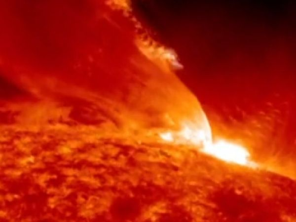 विशेषज्ञों का कहना है कि शक्तिशाली सौर तूफान कहर बरपा सकते हैं।  यह सबसे भीषण तूफान से 20 गुना ज्यादा आर्थिक नुकसान पहुंचा सकता है।