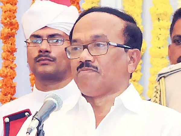 2017 के गोवा विधानसभा चुनाव के दौरान गोवा के मुख्यमंत्री लक्ष्मीकांत पारसेकर चुनाव हार गए थे।