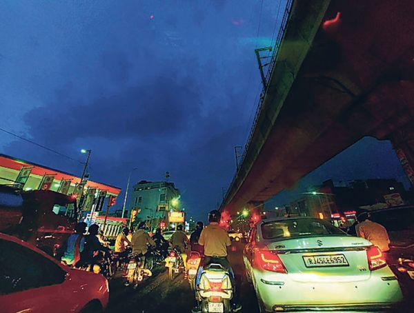 तस्वीर जयपुर की है, बारिश के बाद शुक्रवार को यहां का मौसम सुहाना हो गया।