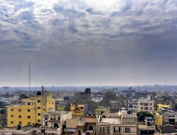 राजधानी रांची में सुबह से लेकर 11 बजे तक बादल छाए रहे। इसके बाद धूप निकली और फिर ठंडी हवा चलने लगी।