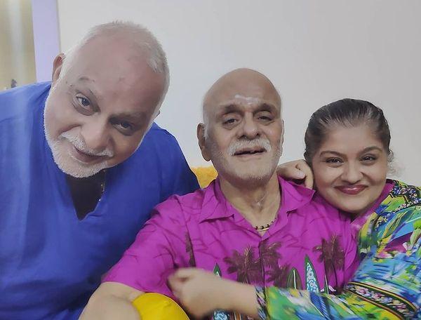 पति राजीव, पिता केडी के साथ सुधा