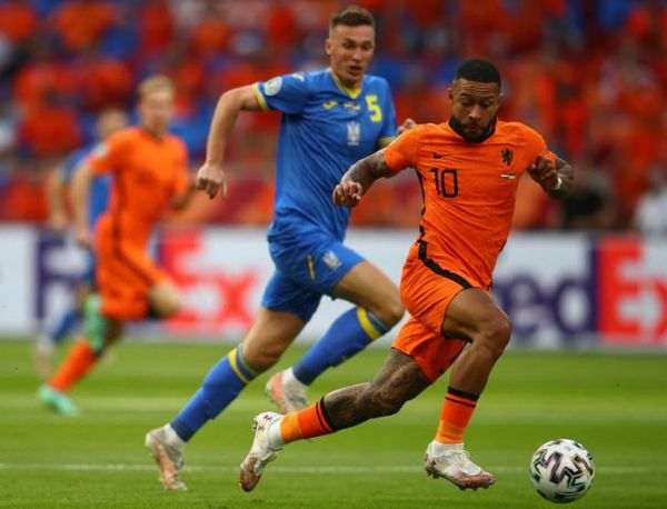 Memphis Depay during the match.