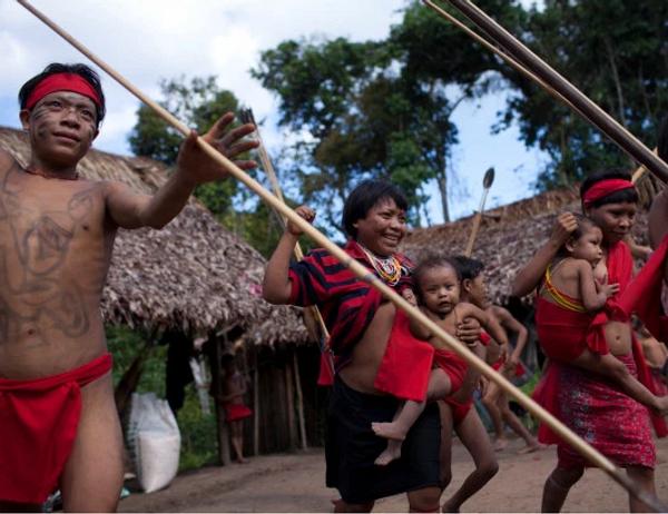 यानोमामी जनजाति की एक बड़ी आबादी ब्राजील और वेनेजुएला के बॉर्डर पर रहती है।