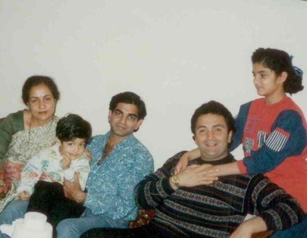 राज बंसल के परिवार के साथ ऋषि।