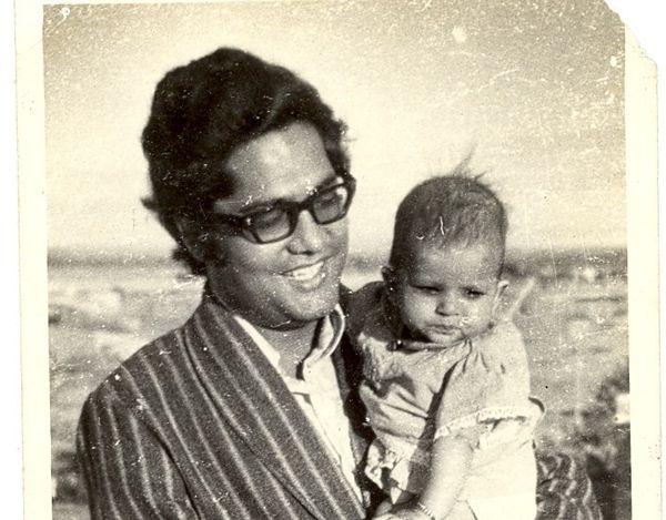 वीके बंसल का साल 1949 में उत्तर प्रदेश के झांसी में जन्म हुआ था। परिवार में उन्हें विनोद के नाम से पुकारते थे