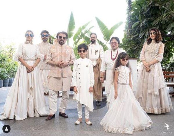 दिवाली के मौके पर आयुष्मान ने फोटो सोशल मीडिया पर शेयर की थी जिसमें परिवार के सभी सदस्यों से आयुष्मान 6 फ़ीट की दूरी बनाकर खड़े नजर आए थे।
