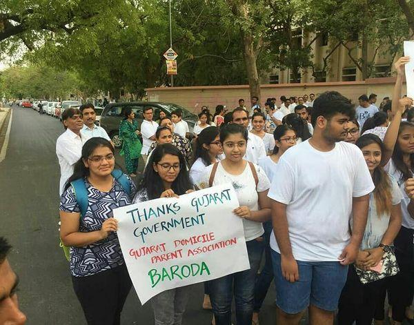 રાજ્ય સરકારે ડોમિસાઇલ મુદ્દે કોર્ટમાં વિદ્યાર્થીઓનું સમર્થન કર્યુ હતું,જેનો આભાર વયક્ત કરતા વિદ્યાર્થીઓ