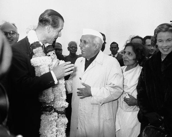21 जनवरी 1959 को प्रिंस फिलिप भारत आए थे। तब प्रधानमंत्री रहे जवाहर लाल नेहरू ने उनकी अगवानी की थी। प्रिंस तब दुनिया के दौरे पर निकले थे। वह दो हफ्ते भारत में रुके थे।