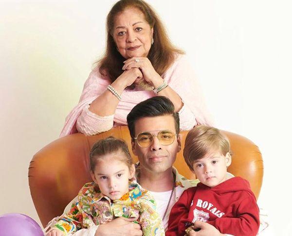 करन जौहर मां हीरू और दोनों बच्चों रूही और यश के साथ। दोनों बच्चों का जन्म सेरोगेसी से हुआ था।
