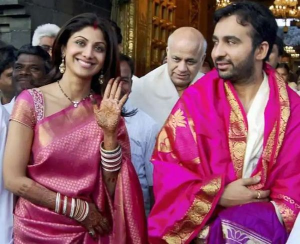 पति राज कुंद्रा के साथ शिल्पा।