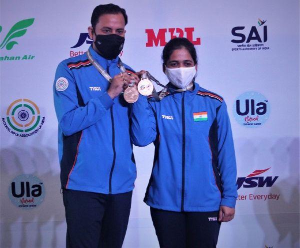 दिल्ली में चल रहे ISSF वर्ल्डकप में संजीव राजपूत ने राइफल थ्री पी के मिक्स इवेंट में तेजस्विनी सावंत के साथ गोल्ड मेडल जीता।