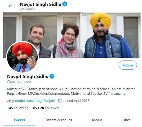 सिद्धू ने ट्विटर एकाउंट से कांग्रेस शब्द तो हटा दिया, लेकिन राहुल और प्रियंका के साथ अपनी फोटो को नहीं हटाया है।