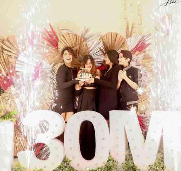 जन्नत ने 30 मिलियन फॉलोअर्स के साथ परिवार के साथ काटा केक