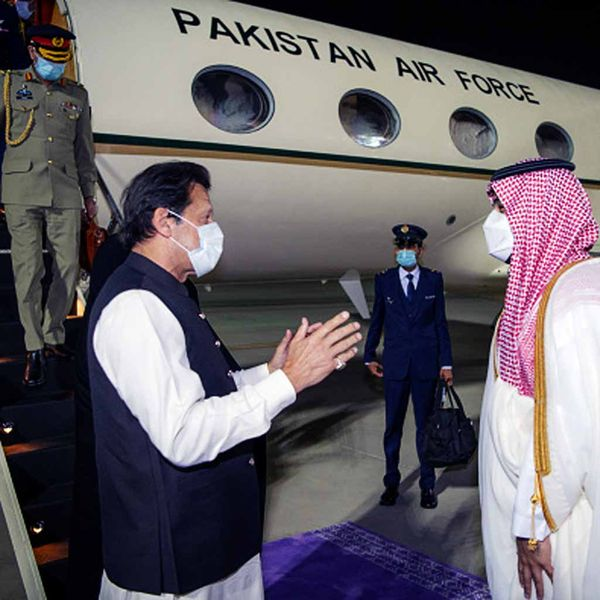 इमरान सरकार के अधिकारी का कहना है कि पहले भी पाकिस्तान इस तरह की मदद ले चुका है।