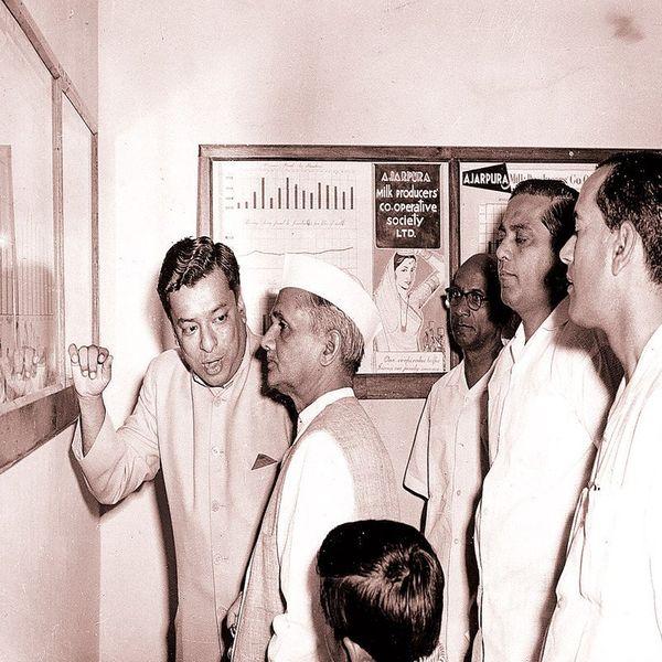 तत्कालीन प्रधानमंत्री लाल बहादुर शास्त्री के साथ डॉ. वर्गीज कुरियन
