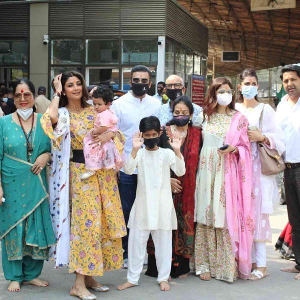 शिल्पा शेट्टी अपने परिवार के साथ सिद्धि विनायक मंदिर में जब उनकी बेटी एक साल की थी