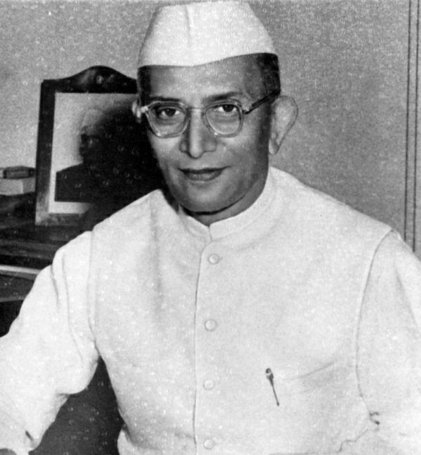 देश की पहली गैर-कांग्रेसी सरकार के प्रधानमंत्री मोरारजी देसाई का 1995 में आज ही के दिन निधन हुआ था।
