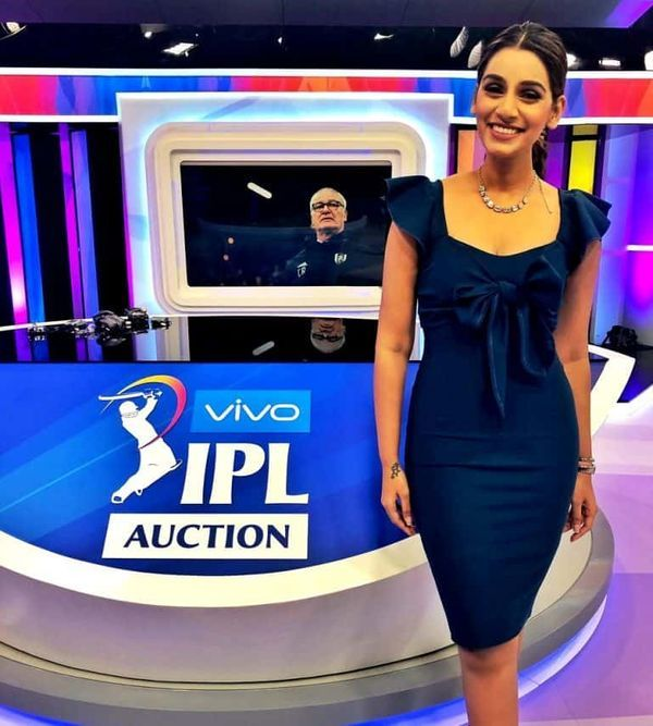 IPL ઓક્શન દરમિયાન ટીવી પર પ્રેઝન્ટ કરતી સંજના ગણેશન.