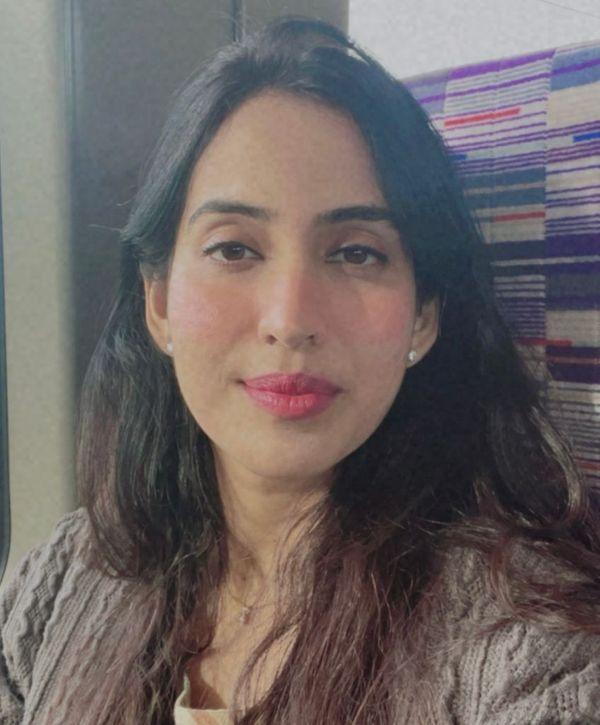 नोएडा प्रकाश अस्पताल की डर्मेटोलॉजिस्ट डॉ. मोहना सिंह