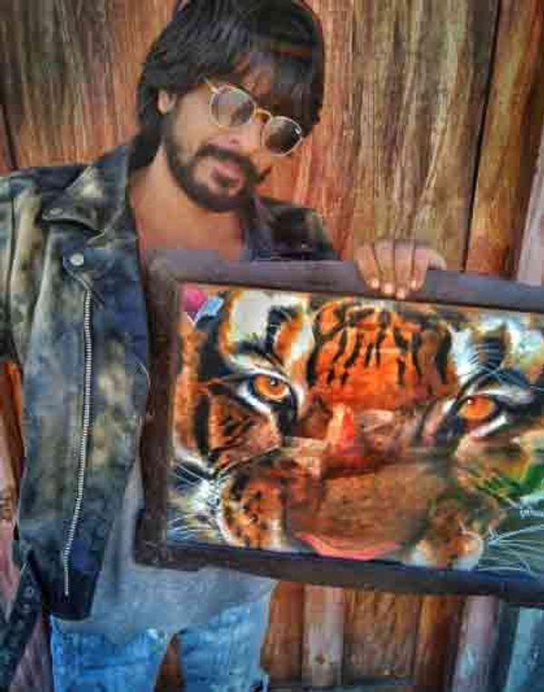 इब्राहिम अपनी पेंटिंग के साथ