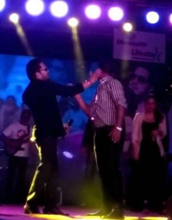 1428911134 shocking mika singh slaps a doctor duri 1623311557