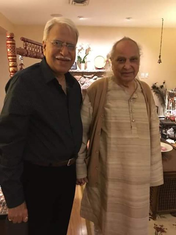 शास्त्रीय गायक पंडित जसराज के साथ राजन मिश्र।