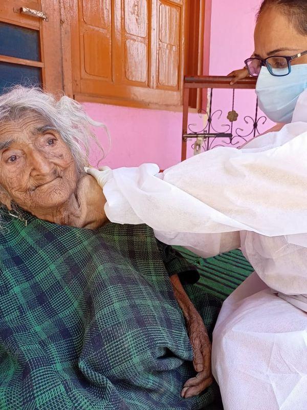 राहती बेगम के परिवार के पास आजादी से पहले का राशन कार्ड है। इसी राशन कार्ड के मुताबिक उनकी उम्र 124 साल है।