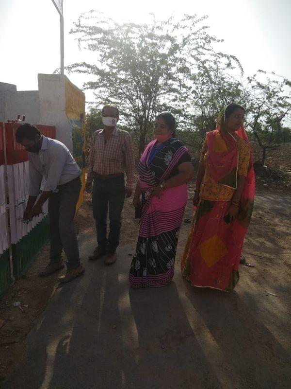 राजकीय उच्च प्राथमिक विद्यालय सिरोडी मंडोर ब्लॉक का स्टाफ आशा जोशी, कमल किशोर, गोमती देवी, किरण,रमेश।
