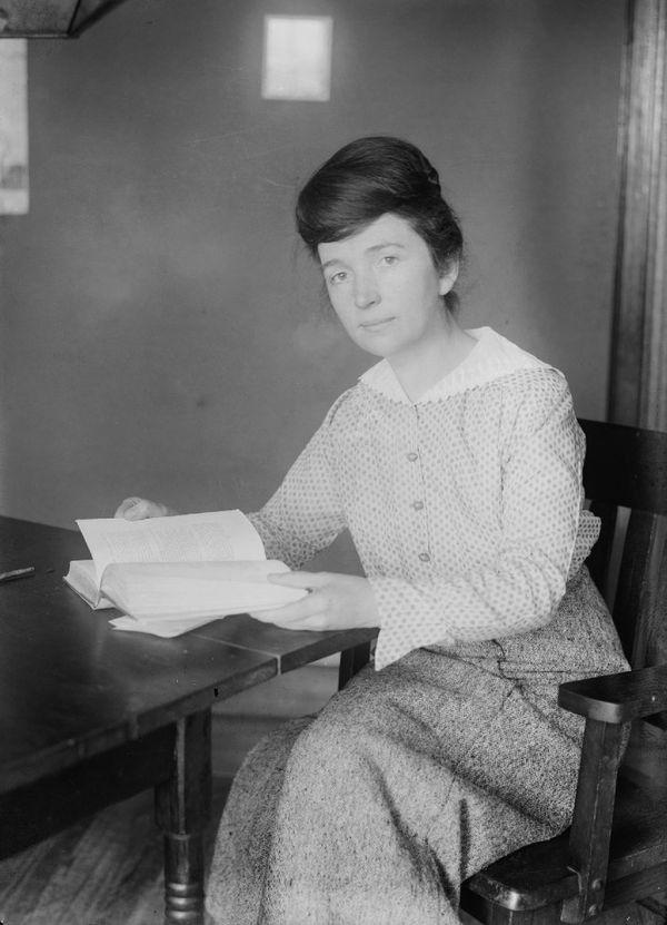 बर्थ कंट्रोल पिल को अमेरिकी महिला और बर्थ कंट्रोल एक्टिविस्ट मार्ग्रेट सेंगर के दिमाग की उपज माना जाता है। सेंगर ने इसके लिए करीब 50 साल तक संघर्ष किया था।
