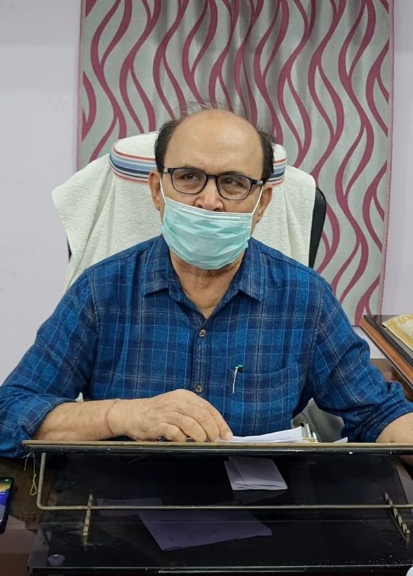 सिविल सर्जन डॉ. उमेश शर्मा।