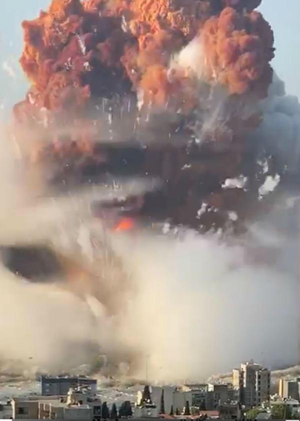 यह फोटोग्राफ धमाके के ठीक बाद की है। आसमान की तरफ उठता धुएं का गुबार देखा जा सकता है। ब्लास्ट की धमका 240 किलोमीटर दूर तक सुनाई दी।